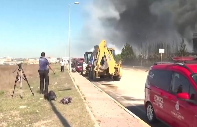 Istanbul: incendio in una fabbrica, esplode un carro armato