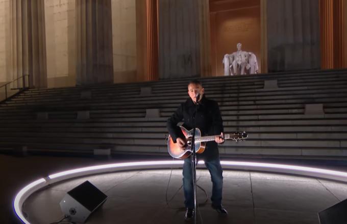 Celebrating America: Springsteen canta per Biden sulla scalinata del Lincoln Memorial